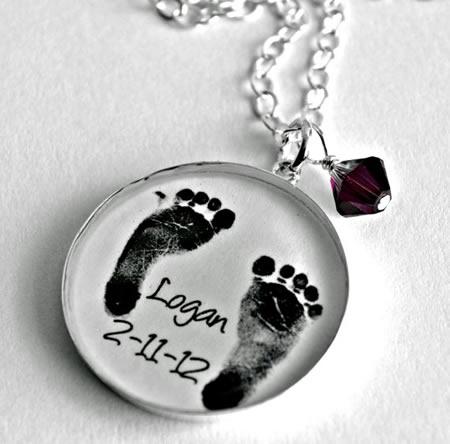 5. Colar com impressão do pé do bebé