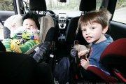 Crianças dentro do carro!