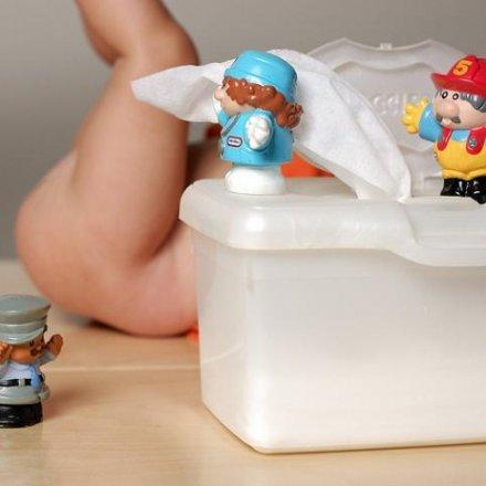 limpar o rabo ao bebé